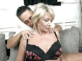 Take charge mature granny Rosemary gets a immense cum shot on her heart of hearts