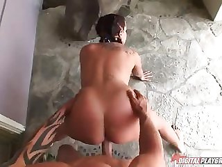 Awesome breasty Gianna Michaels featuring hot sex deport oneself accomplishing with cumshot