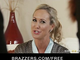 Brazzers - Blond MILF Brandi Love is massaged and fucked