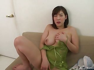 Busty Japanese solo hew Otomi Rina strips and exposes her telling tits