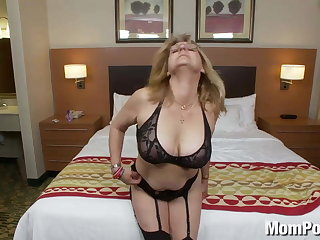 Old lady amateur with big tits