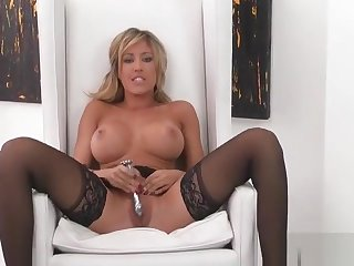 Teasing platinum babe is fingering her pussy