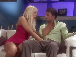 Silicone diva Jessica Lynn likes dirty sex with handsome friend