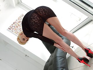 Provocative blonde model Chica la Roxxx gets fucked in her asshole