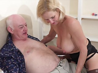Dude with a stiff dick fucks his sexy wife Molly Maracas on the bed