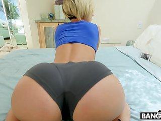 Fit ass pornsta Jada Stevens sucks a large black manhood on the bed