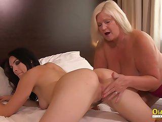 British Mature Licking Lesbian Girlfriend