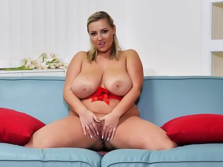 Big ass blonde with monster jugs, addictive cam solo